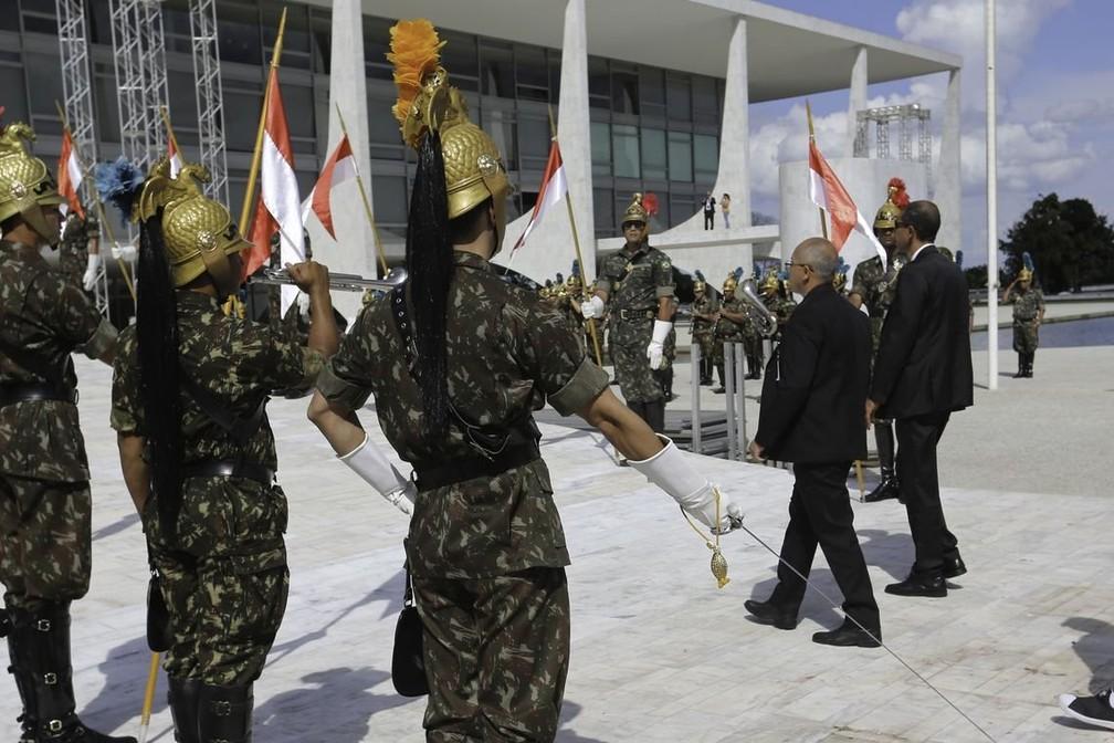 Ensaio no Palácio do Planalto para a cerimônia de posse presidencial; evento deve contar com 12 chefes de Estado — Foto: Agência Brasil