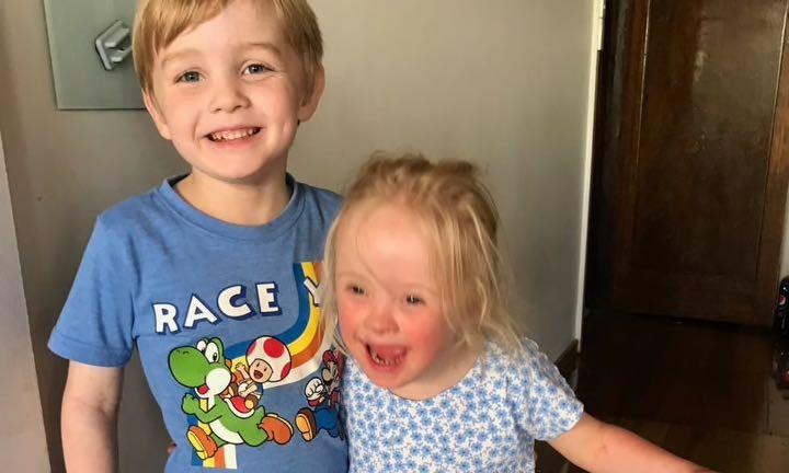 Hoje, aos 6 anos, os gêmeos continuam inseparáveis (Foto: Arquivo Pessoal / Reprodução That's Life)