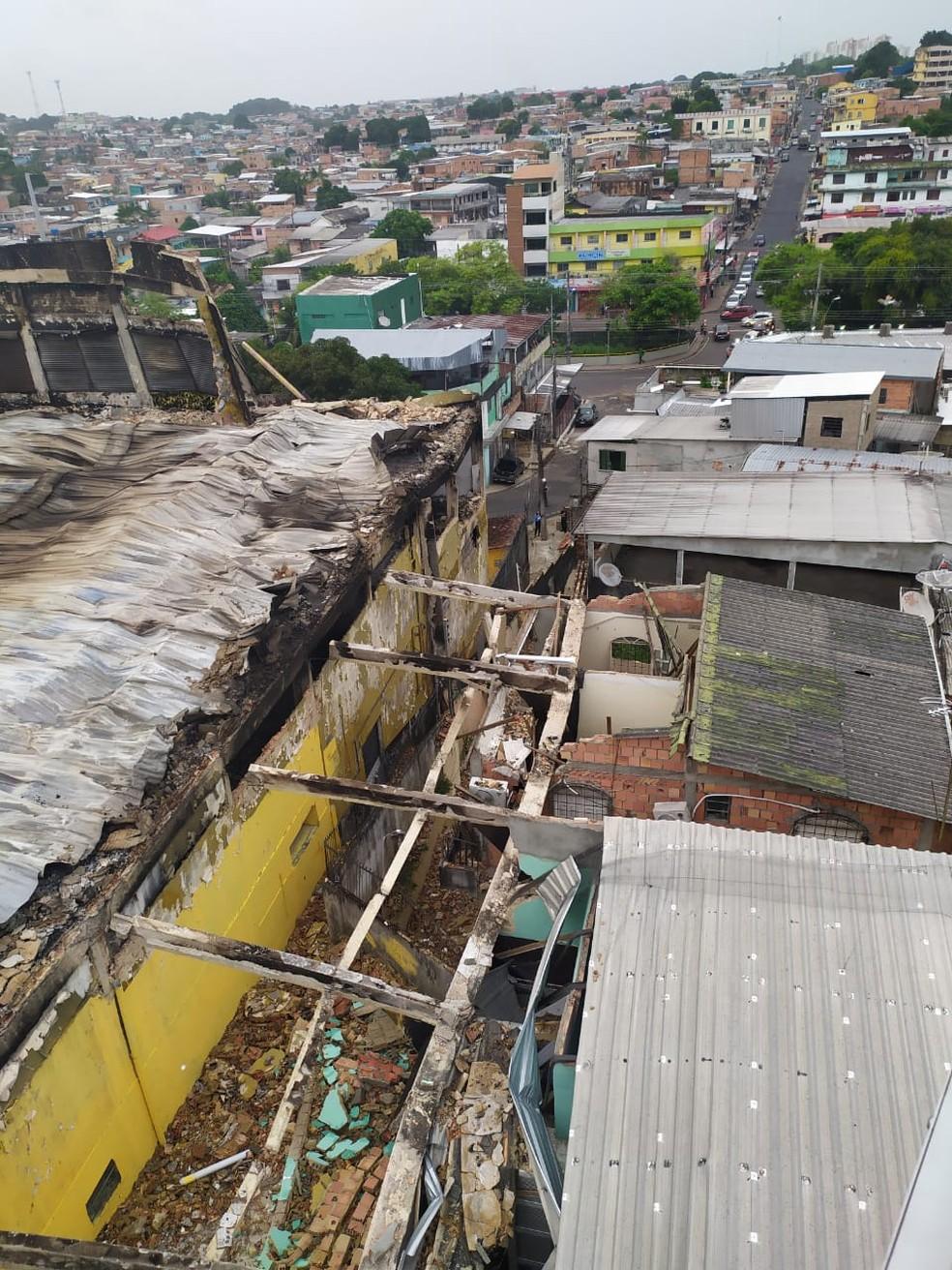 Prédio atingido por incêndio corre risco de desmoronamento, em Manaus — Foto: Divulgação/SSP-AM