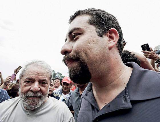 HERDEIRO Lula e o pré-candidato à Presidência pelo PSOL, Guilherme Boulos. Parte do PT sonhava em tê-lo como substituto do ex-presidente (Foto: Alice Vergueiro/Estadão Conteúdo)