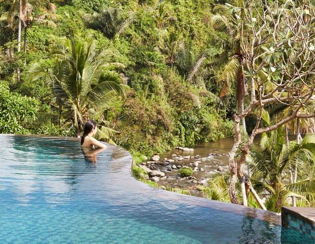 Piscina do hotel Ritz Carlton em Ubud, Bali (Foto: Reprodução)