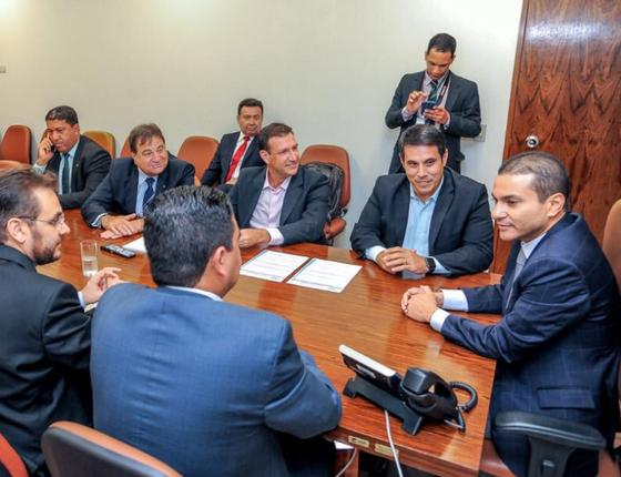 O presidente do PRB, pastor Marcos Pereira (d), e políticos do Espírito Santo (Foto: Reprodução)
