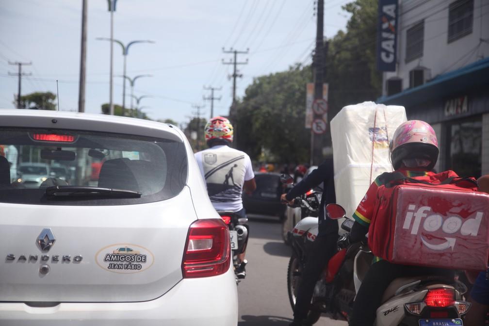 SÃO LUÍS - Tráfico intenso de veículos na Avenida João Pessoa, no bairro João Paulo. — Foto: Rafaelle Fróes/G1 MA