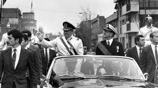 Pinochet entregou comando da economia aos chamados 'Chicago Boys' (Foto: AFP via BBC)