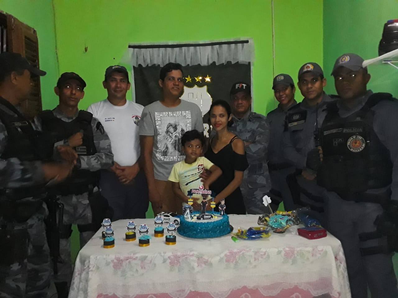 Batalhão promove festa surpresa para criança fã da PM no MA: 'Ficou muito feliz'