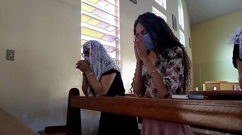 Igrejas devem permitir a entrada de 40 pessoas em cada celebração — Foto: Paula Alves/Arquivo G1
