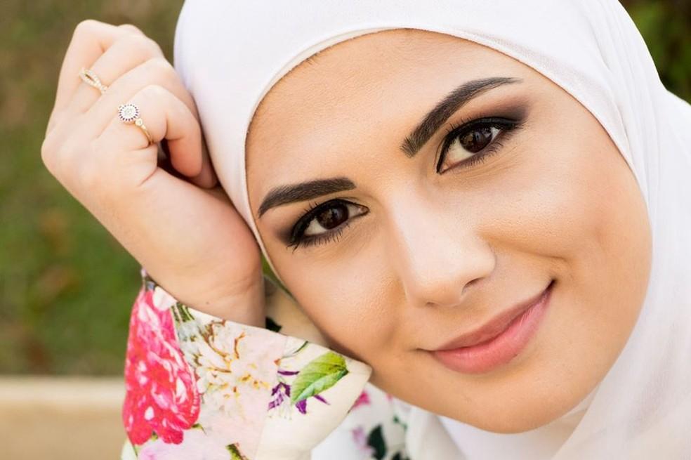 Usar o hijab foi uma escolha pessoal de Mag, a única de sua família a utilizar o véu — Foto: Arquivo Pessoal