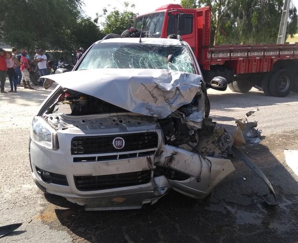 Carro colidiu com moto em estrada que dá acesso a Ipubi. (Foto: Divulgação)