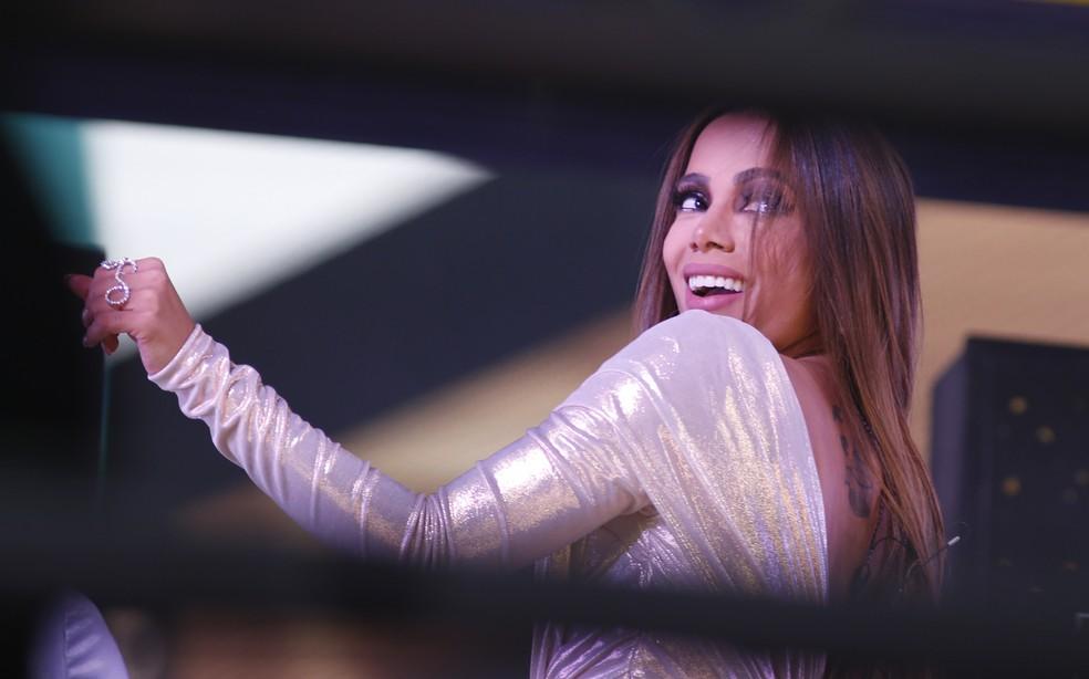 Cantora Anitta se apresenta em Nova York, na Times Square, momentos antes da virada do ano — Foto: Gary Hershorn / POOL / AFP