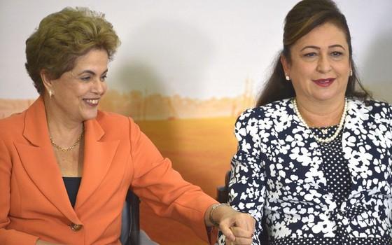 Dilma Rousseff e Kátia Abreu (Foto: José Cruz/Agência Brasil)