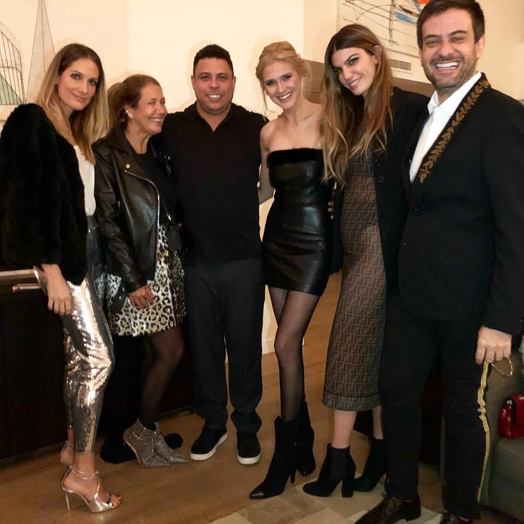 Celina com Ronaldo, Donata Meirelles, Bruno Astuto, Schynaider e Bianca Brandolini (Foto: Reprodução/Instagram)