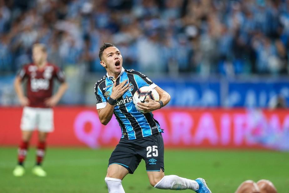 Pepê marca pela 1ª vez na Libertadores e vira vice-goleador do Grêmio: