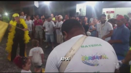 Foliões lotam ruas e avenidas de Apiaí e Cananéia durante o carnaval