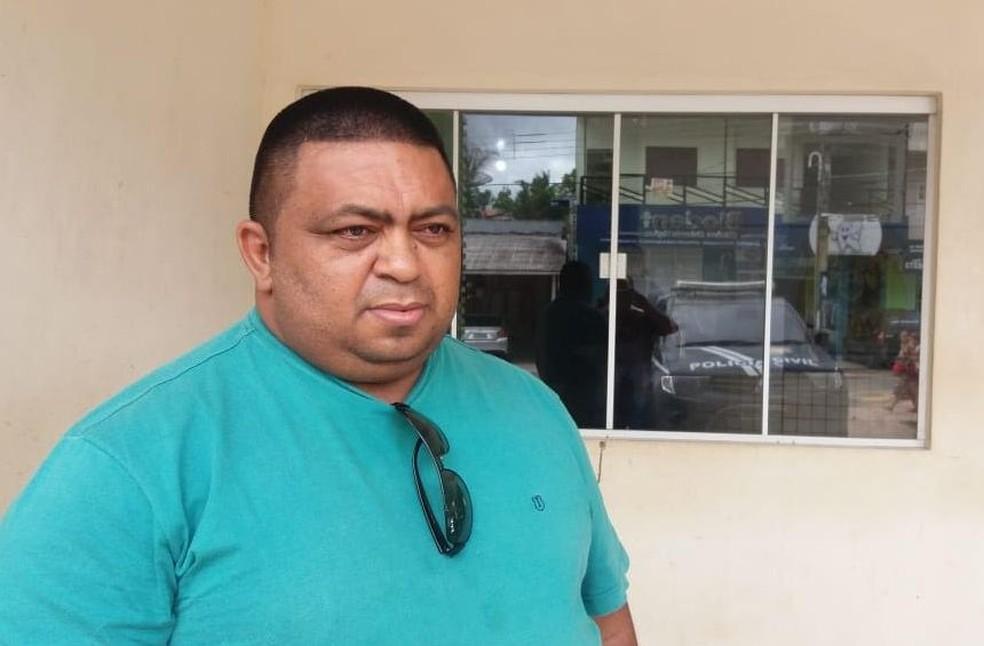 Empresário Vicente de Paula da Conceição, pai de Ana Paula, disse que pagou para que a filho fosse encaminhada a Rio Branco — Foto: Mazinho Rogério/G1