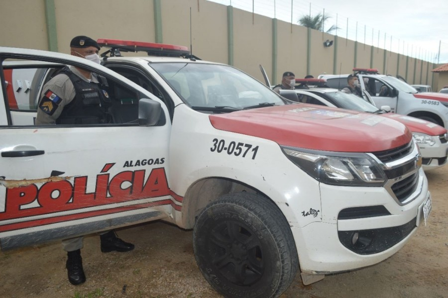 Mulher é presa após denúncia de tráfico de drogas em festa em Maceió