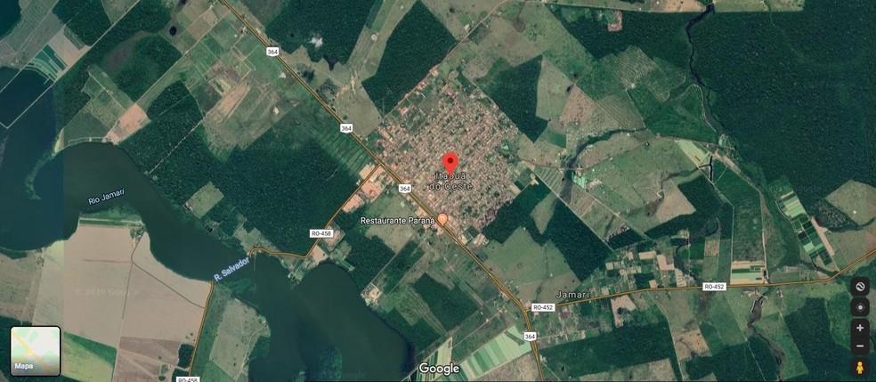 Corpo da vítima foi encontrado em um terreno baldio da área central de Itapuã do Oeste.  — Foto: Reprodução/Google Maps