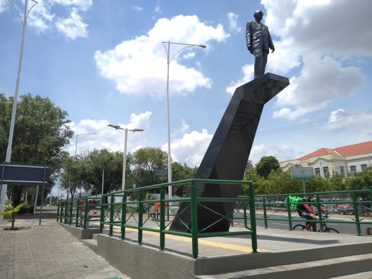 MP-PI recomenda demolição de estátua de Alberto Silva do canteiro da Av. Frei Serafim