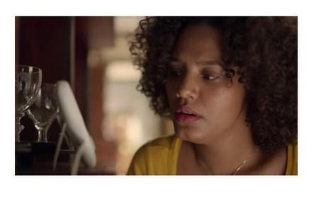 Camila (Jessica Ellen) flagrará Thelma (Adriana Esteves) conversando com Caio Reprodução