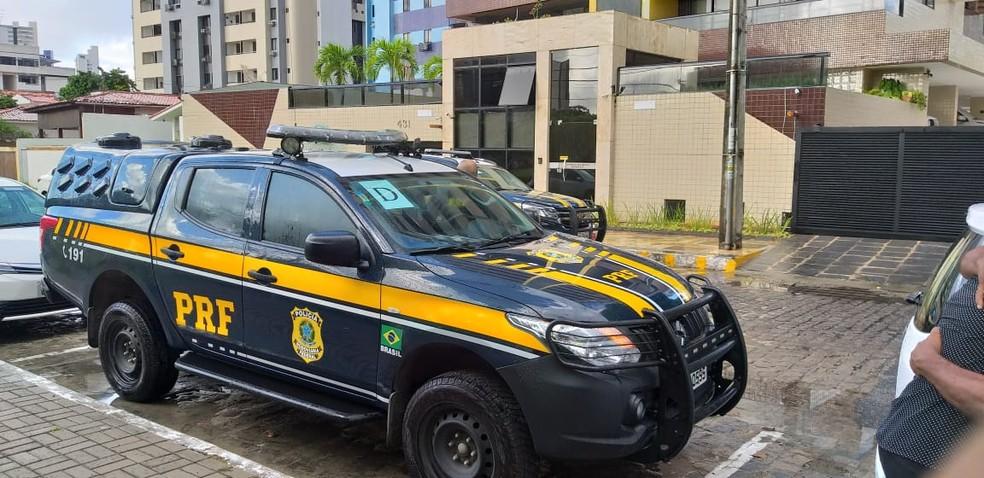 Quarta fase da Operação Calvário conta com o apoio da Polícia Rodoviária Federal (PRF), na Paraíba — Foto: Danilo Alves/TV Cabo Branco