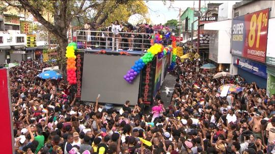 Parada Gay em Madureira, no Rio, teve protesto pela igualdade ao som de Ludmilla