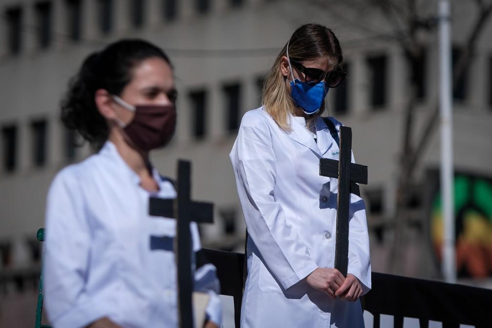 Ato em homenagem às vítimas da Covid na Praça Roosevelt, em SP — Foto: LINCON ZARBIETTI/AGIF - AGÊNCIA DE FOTOGRAFIA/ESTADÃO CONTEÚDO
