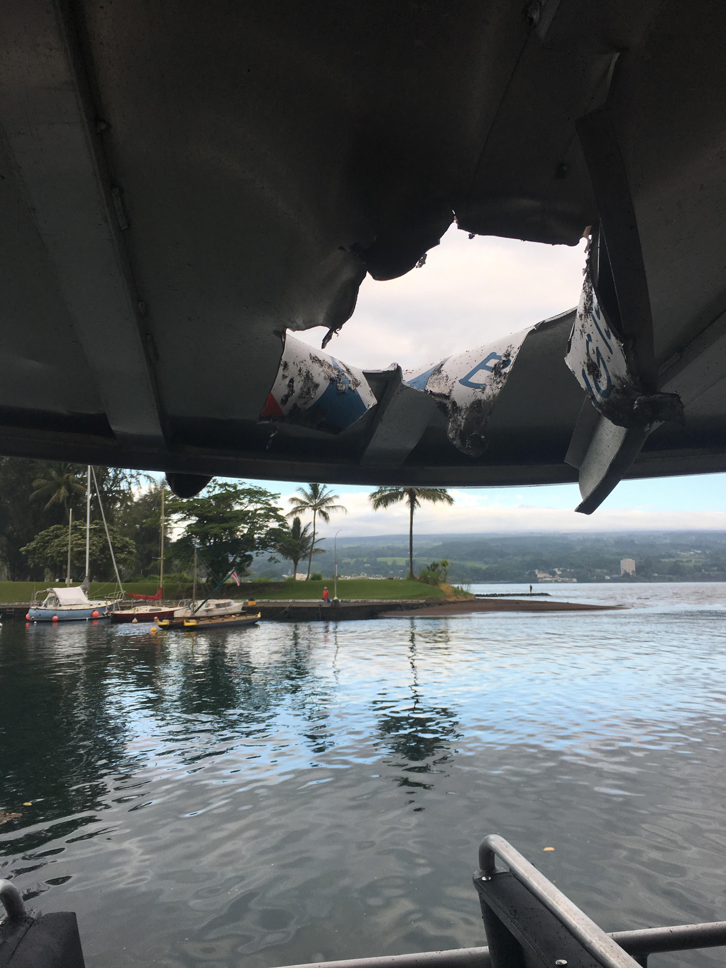 'Bomba de lava' atinge barco no Havaí e deixa 23 feridos