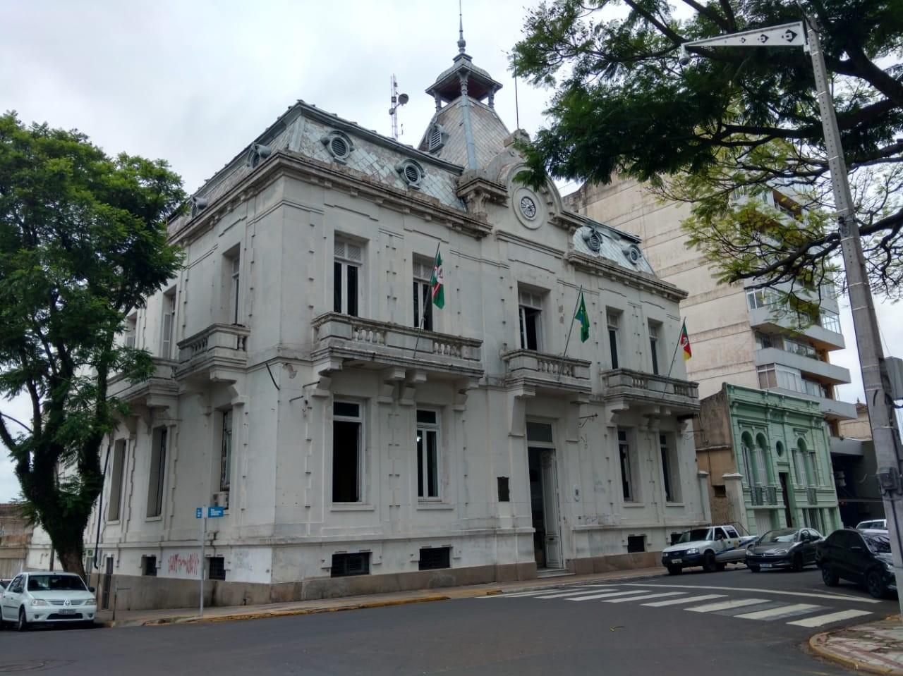 Após suspeita de irregularidades, prefeitura suspende concurso público em Santana do Livramento