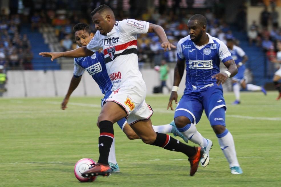 Reinaldo, que estava emprestado à Chapecoense, voltou ao São Paulo e jogou nesta quarta-feira (Foto: Luciano Claudino / Estadão Conteúdo)