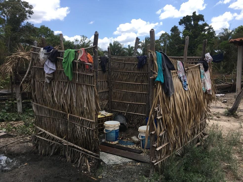 Banheiro de um dos alojamentos usados por trabalhadores e flagrado por equipes de fiscalização no Maranhão — Foto: Divulgação/MPT