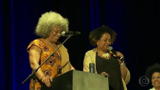'Nós somos o legado de Marielle', diz Angela Davis