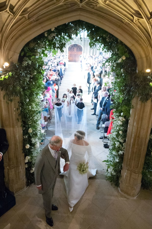WINDSOR, UNITED KINGDOM - MAY 19: Meghan Markle walks up the aisle with the Prince Charles, Prince of Wales at St George's Chapel at Windsor Castle during her wedding to Prince Harry on May 19, 2018 in Windsor, England.. (Photo by Dominic Lipinski/ - WPA  (Foto: Getty Images)