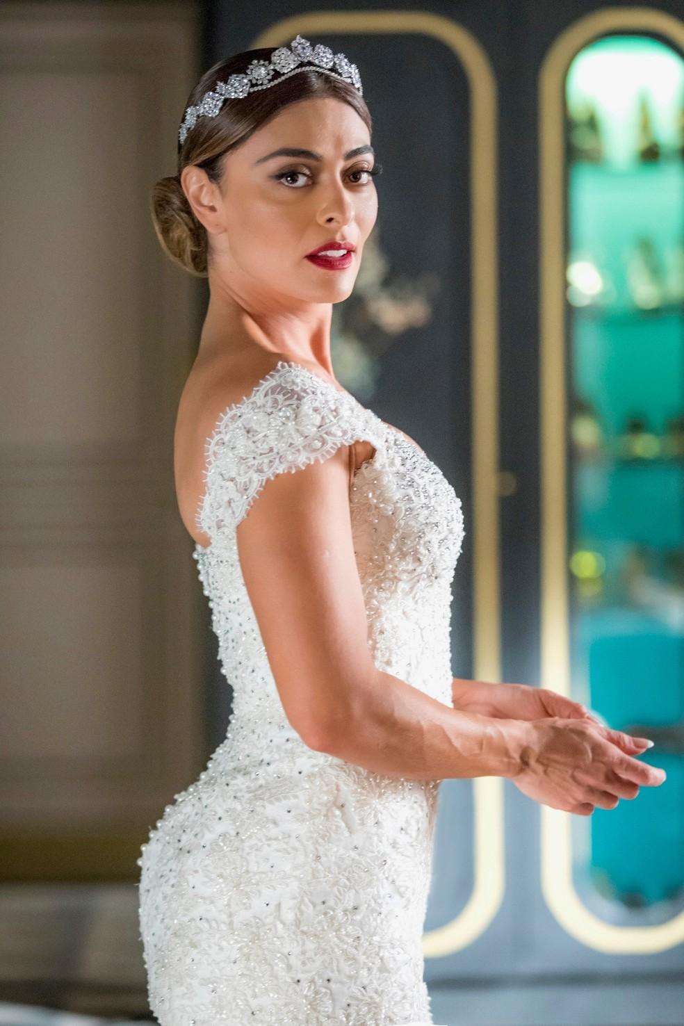 Maria da Paz (Juliana Paes) usa vestido de noiva com cristais e tule francês, na novela 'A Dona do Pedaço' — Foto: Paulo Belote/TV Globo