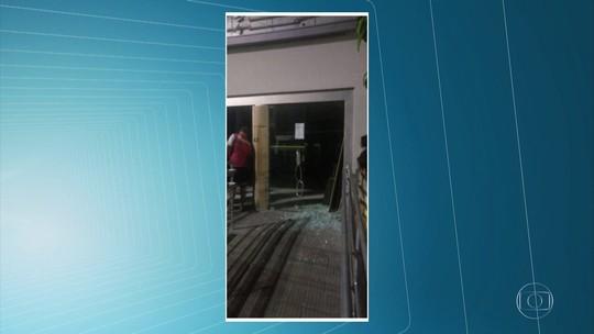 Bandidos explodem banco, dão tiros e colocam grampos em estradas na Mata Sul de Pernambuco