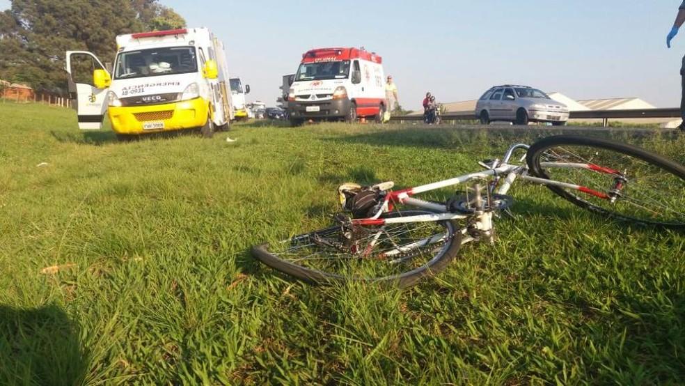 Ciclista foi atingido em acidente na SP-310 (Foto: Reprodução/ ACidadeONSãoCarlos)