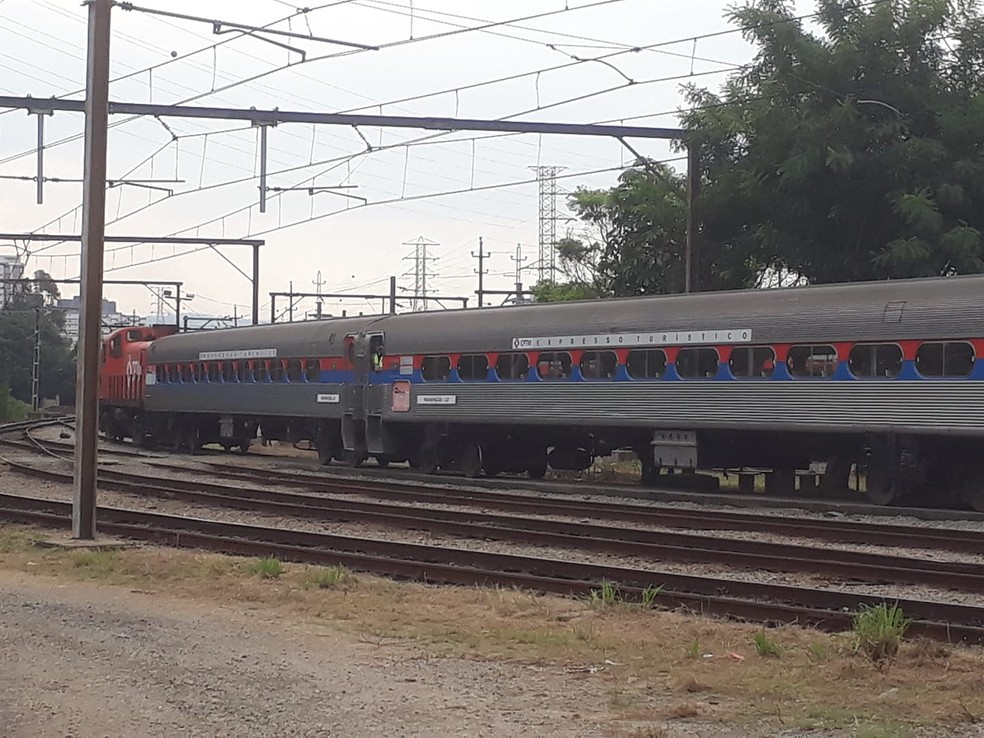 Imagem mostra trem no topo da serra, se preparando para descer pra Baixada — Foto: Divulgação/EMTU
