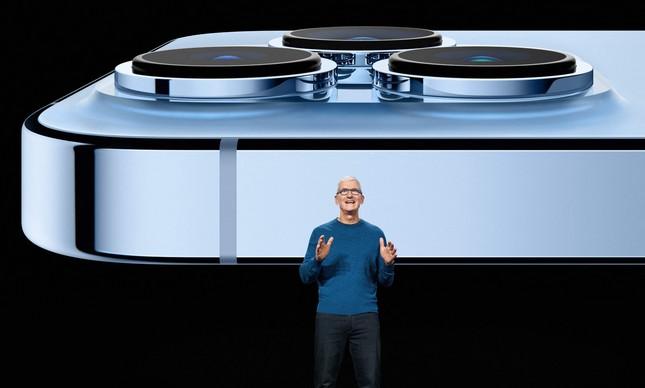 Tim Cook, CEO da Apple, apresenta o iPhone 13