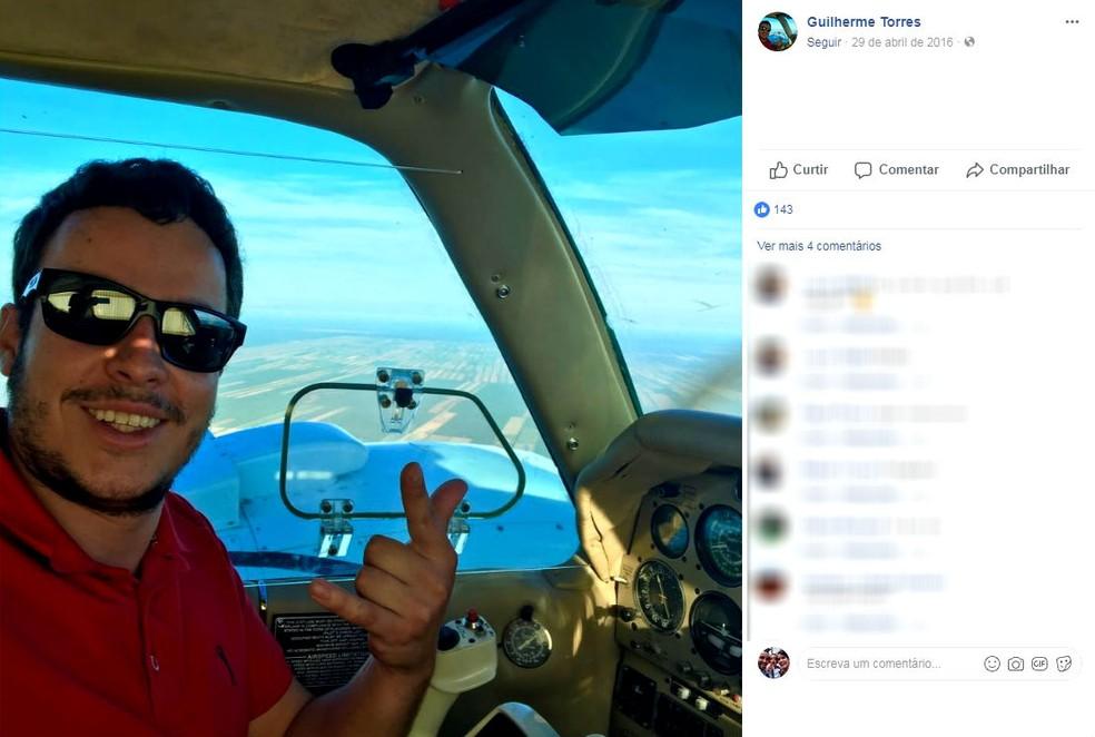 Piloto de 26 anos morreu na queda da aeronave agrícola em Promissão (Foto: Facebook / Reprodução )