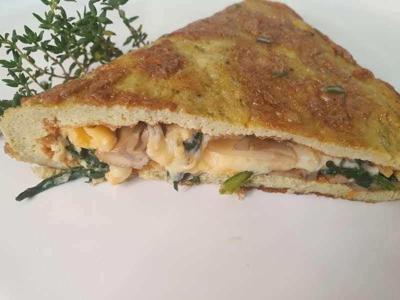Cozinhando com Dulcinéia Novaes: veja como preparar omelete de cogumelo e espinafre