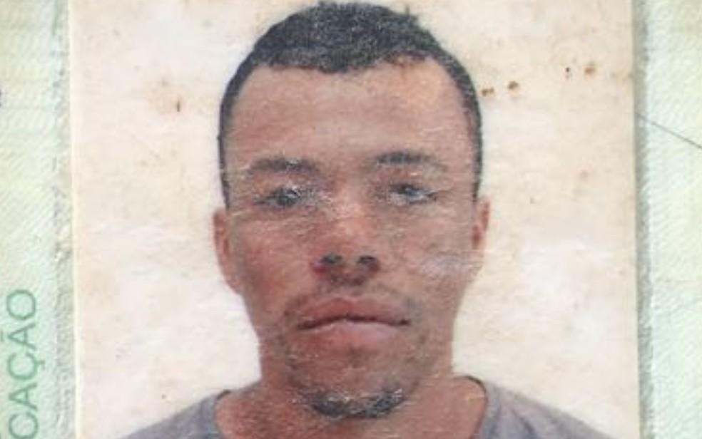 Gilson levou uma facada dentro de casa, em Pires do Rio (Foto: Reprodução)