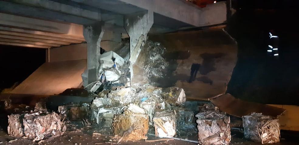 Motorista de 32 anos teve ferimentos leves — Foto: Divulgação/Polícia Rodoviária Federal