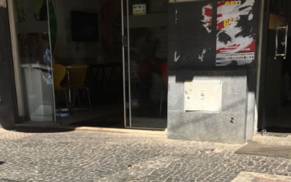 Assalto aconteceu quase em frente a sorveteria  (Foto: Paula Resende/ G1)