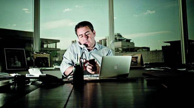 José Carlos Semenzato em seu escritório, em São Paulo (Foto: Anna Carolina Negri)