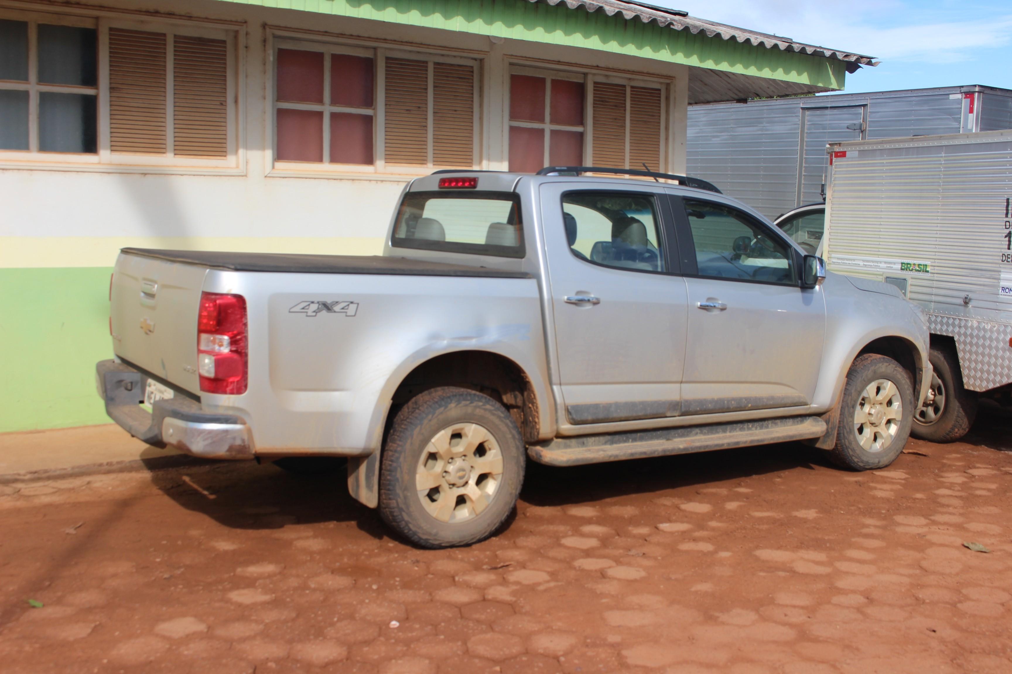 Duas caminhonetes roubadas em RO são achadas na fronteira da Bolívia