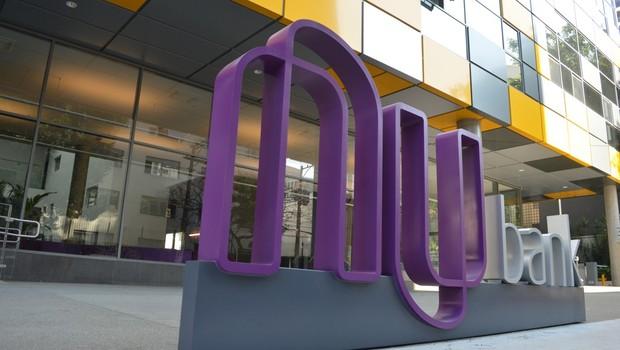 Nubank lança função débito e amplia concorrência com bancos - Época  Negócios   Empresa