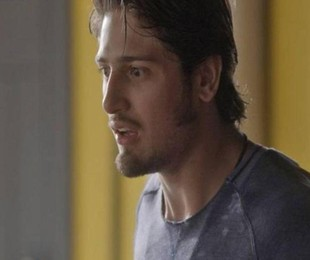 Daniel Rocha em cena como Rafael em 'Totalmente demais' | TV Globo