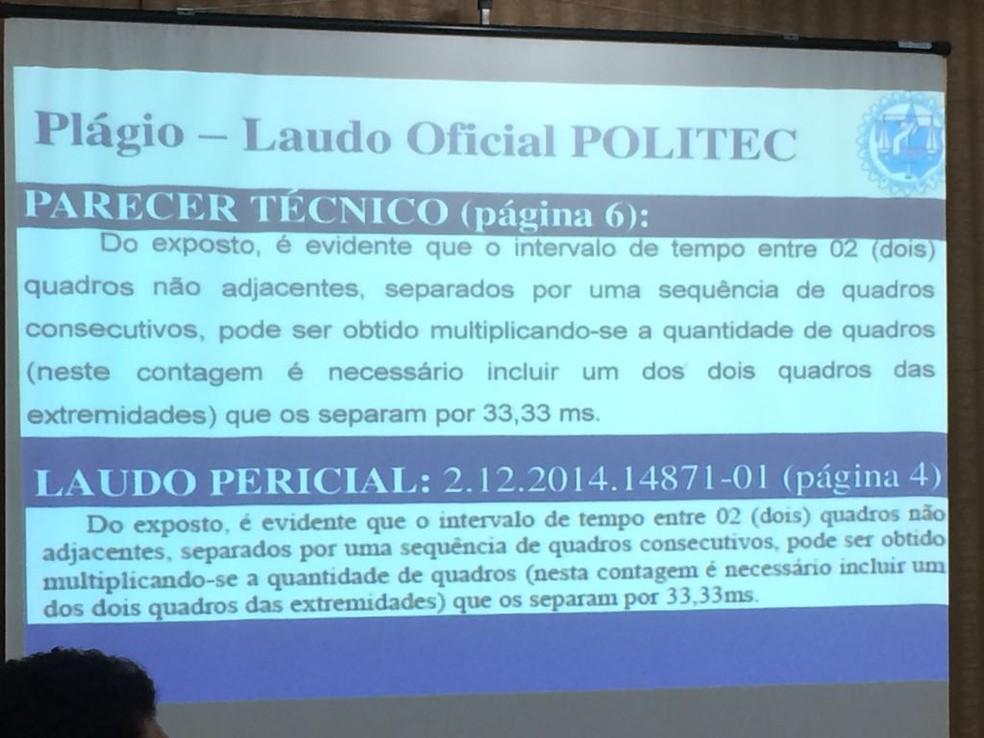 Semelhanças foram apresentadas em slide nesta segunda-feira (11) (Foto: André Souza/G1)