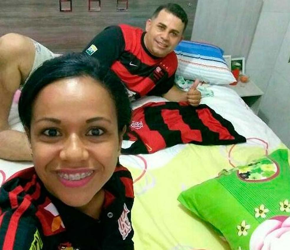 Edvaldo Araújo, uma das vítimas, junto com a suspeita de matá-lo em Itabuna (Foto: Reprodução/Redes Sociais)