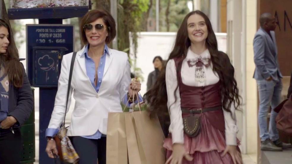 Marocas vai fazer compras com Carmem (Foto: TV Globo)