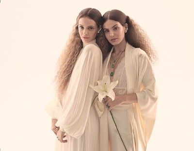 Camila Queiroz e Laura Neiva