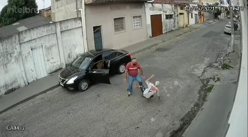 Idoso é agredido por motorista de aplicativo em BH; VÍDEO